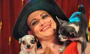 Barbara Schnegg mit ihren Chihuahua
